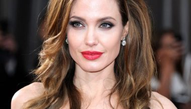 Make Up Angelina Jolie Red Carpet Oscar 2012