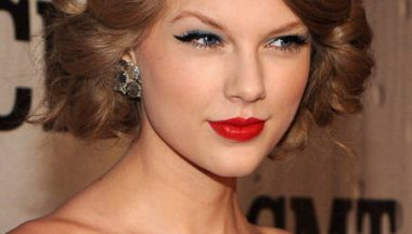 Look sensuale e cat eye per Taylor Swift