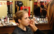 Ricrea i look di Monica Robustelli per Revlon a Opera on Ice