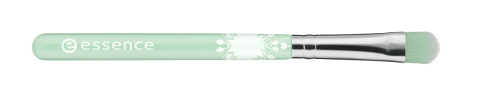 eyeshadow brush big essence