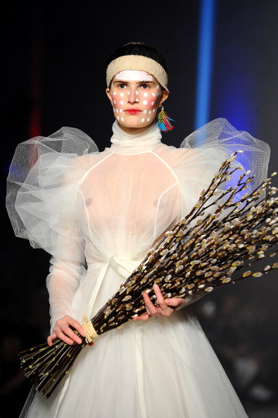 Vivienne Westwood : Runway - Paris Fashion Week Womenswear Fall/Winter 2014-2015