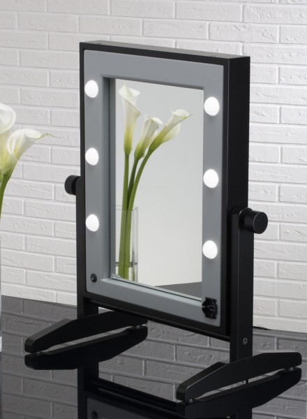 Come scegliere le luci giuste per la postazione make up - Specchio make up ...