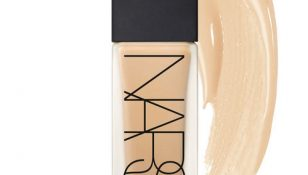 All Day Luminous Wightless Foundation di Nars