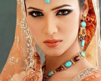 Modella per la cosmesi halal