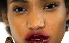 feature snogging lips lipstick