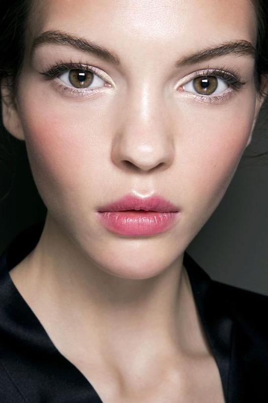 Blush Contouring: come scolpire il viso con il fard